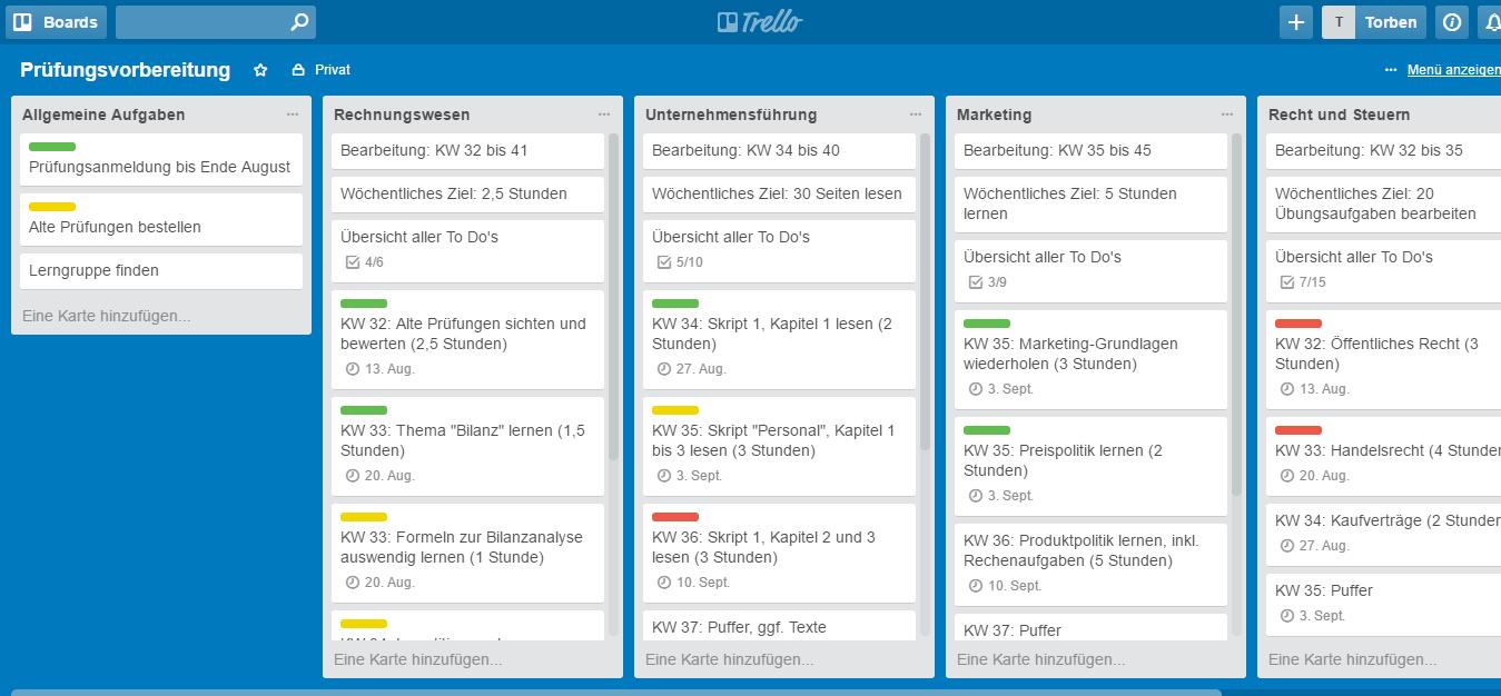 Verschiedene Farbmarkierungen, Deadlines und Checklisten helfen Dir, den Überblick zu behalten (Screenshot: trello.com).